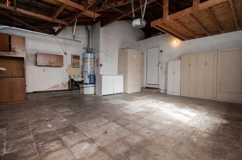 garage (1 of 2).jpg