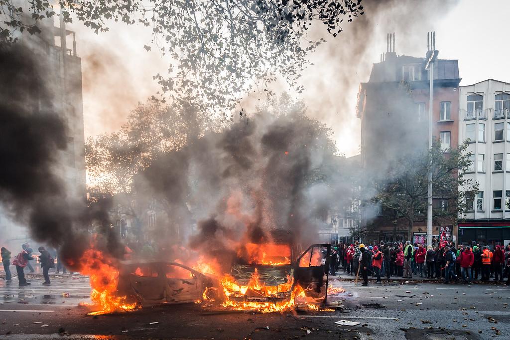 . Cars burn during a national trade union demonstration in Brussels, Thursday Nov. 6, 2014.  (AP Photo/Geert Vanden Wijngaert)