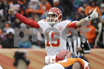 mahomes-dazzlingly-in-nfl-debut
