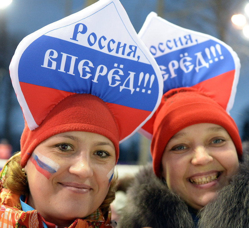 . epa04067379 Women with hats in russian colours celebrate during the Men¥s Biathlon 12.5km Pursuit competition at the Sochi 2014 Olympic Games, Krasnaya Polyana, Russia,10 February 2014.  EPA/HENDRIK SCHMIDT