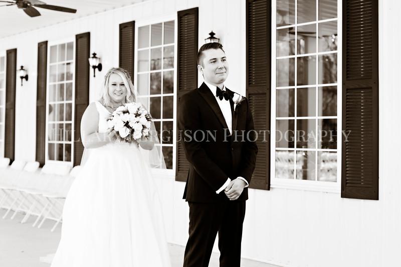 Hillary_Ferguson_Photography_Melinda+Derek_Getting_Ready363.jpg