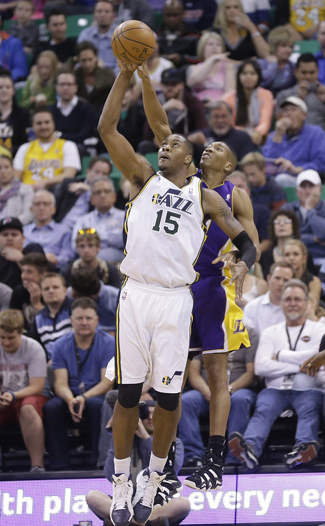 . Utah Jazz\'s Derrick Favors (15) and Los Angeles Wesley Johnson, rear, go after a rebound  in the second quarter during an NBA basketball game Monday, April 14, 2014, in Salt Lake City, Utah. (AP Photo/Rick Bowmer)