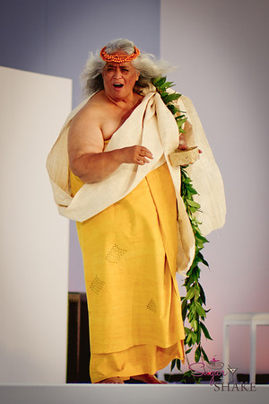 Pualani Kanahele offers a chant to begin the formal portion of the Lantern Floating ceremony. © 2012 Sugar + Shake