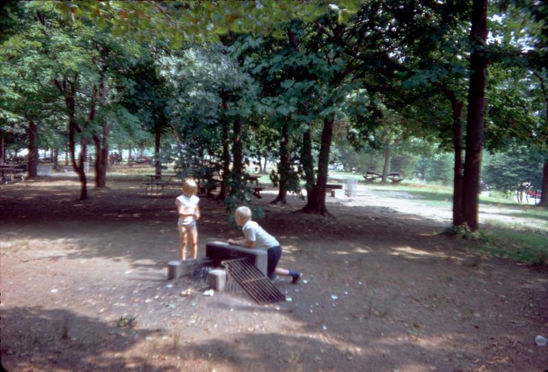 robert and pat on picnic.jpg