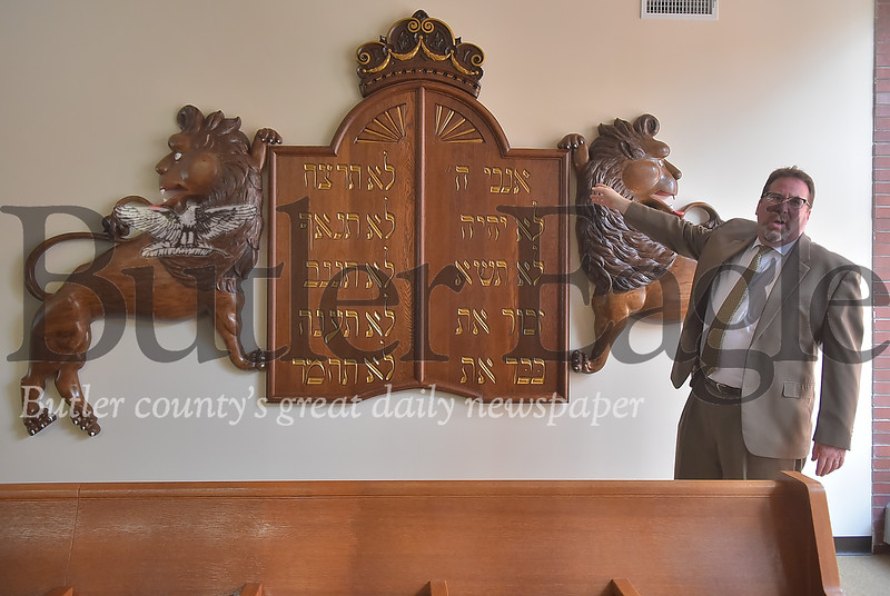 44744  B'Nai Abraham  gets new lion mural with ten commandments