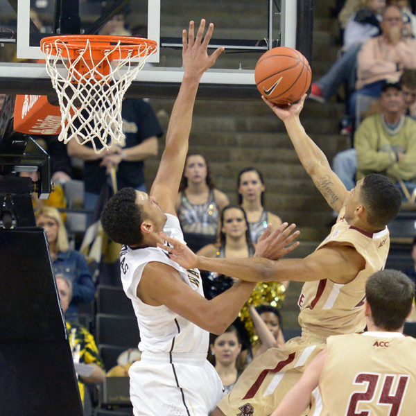 Devin Thomas defends basket vs Hanlan.jpg