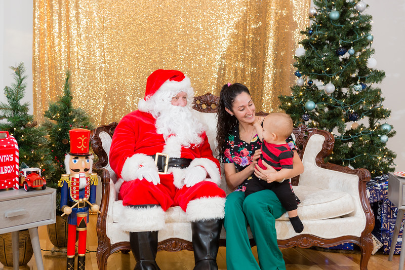 FADS Picture with Santa-247.jpg