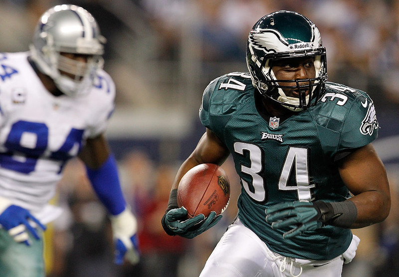 . Running back Bryce Brown #34 of the Philadelphia Eagles carries the ball against the Dallas Cowboys at Cowboys Stadium on December 2, 2012 in Arlington, Texas.  (Photo by Tom Pennington/Getty Images)