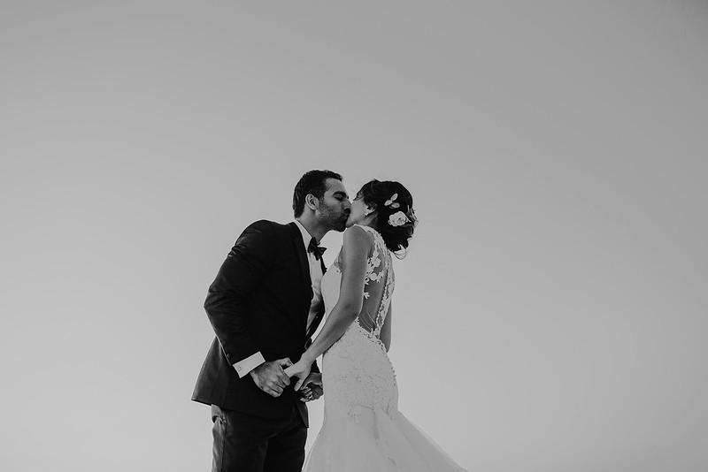 Tu-Nguyen-Destination-Wedding-Photographer-Santorini-Rocabella-Hotel-Euna-Ehsan-686.jpg