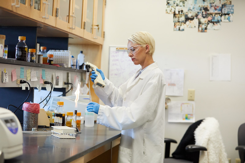 2018 UWL Bill Schwan Allison Zank Lillian Schulte Molecular Biology Lab 0036.jpg