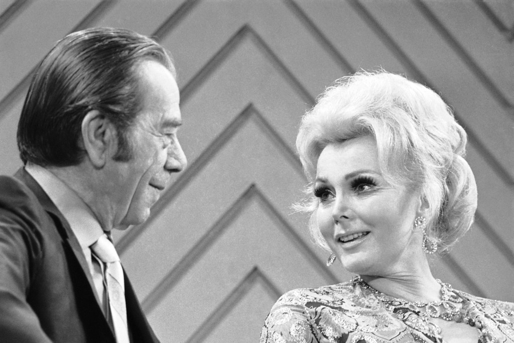 ". Actress Zsa Zsa Gabor, victim of a $600,000 jewel hold-up, chats with Willie ""The Actor\""  Sutton, \"" who is alleged to have stolen over $2 million in his heyday, during a taping of CBS\'s Merv Griffin show on August 25, 1970 in New York.       During the discussion of the robbery Zsa Zsa asked Willie \""don\'t you know who it was?\""  to which he replied \""I\'ll try and find them for you.\""  (AP Photo/ Jim Wells)"