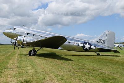 N18121 Douglas DC3