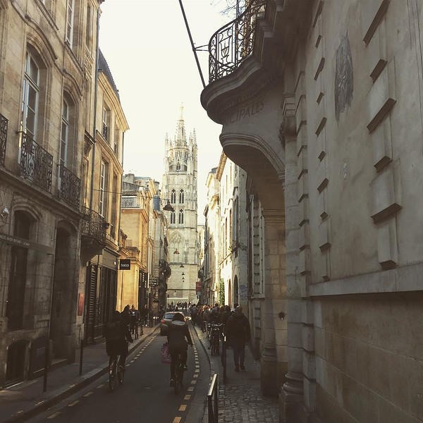 A minute in Bordeaux. #whichistheunfilteredsky?