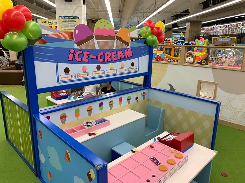 Ice cream play booth