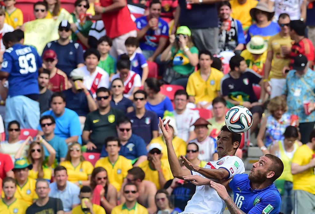 . Italy\'s midfielder Daniele De Rossi (R) and Costa Rica\'s midfielder Celso Borges vie for the ball during a Group D football match between Italy and Costa Rica at the Pernambuco Arena in Recife during the 2014 FIFA World Cup on June 20, 2014. GIUSEPPE CACACE/AFP/Getty Images