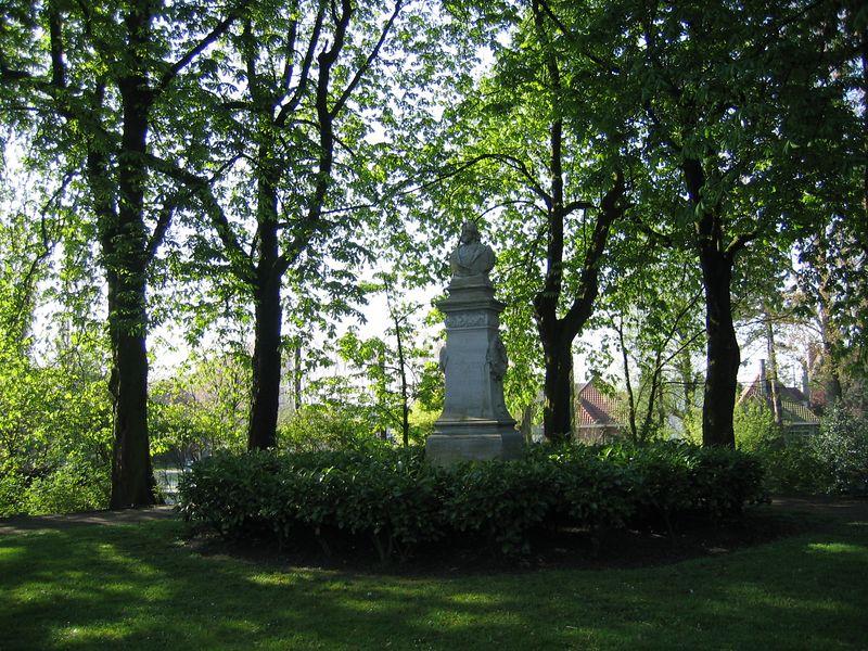 statue_trees.jpg