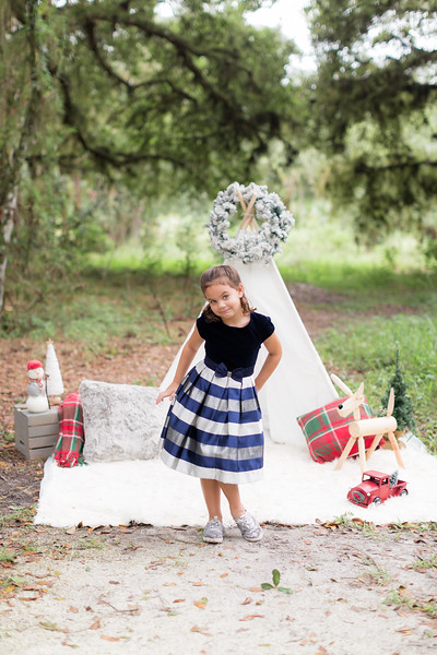 Holiday Minis- Scarth Family-103.jpg