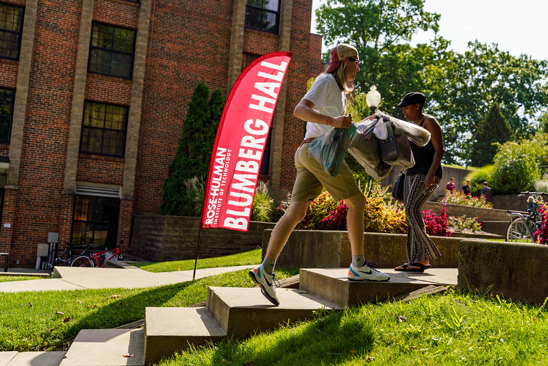 RHIT_Freshman_Move_In_Day_2019-7802.jpg