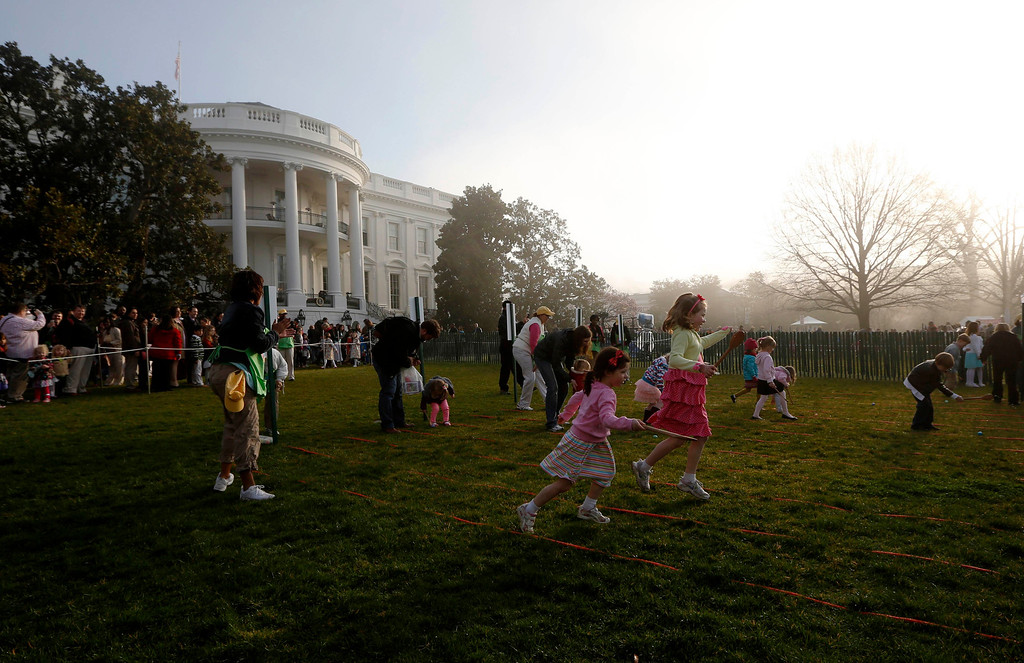 . Children participate in the 135th annual Easter Egg Roll on the South Lawn of the White House in Washington, April 1, 2013.   REUTERS/Jason Reed