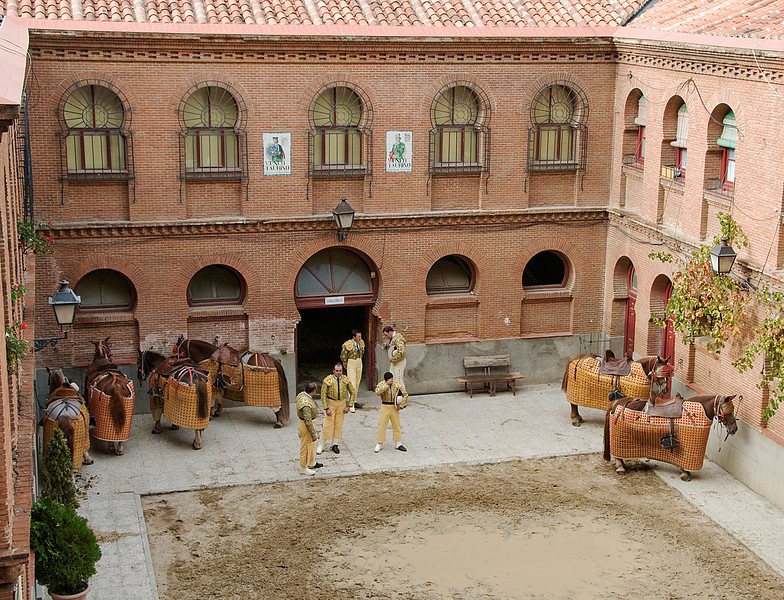 PICADORS WAITING WITH THEIR HORSES