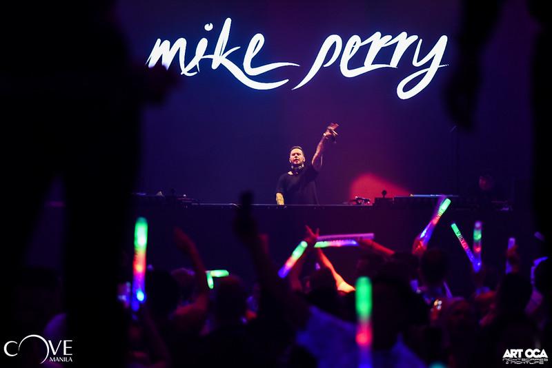 Mike Perry at Cove Manila Nov 29, 2019 (32).jpg