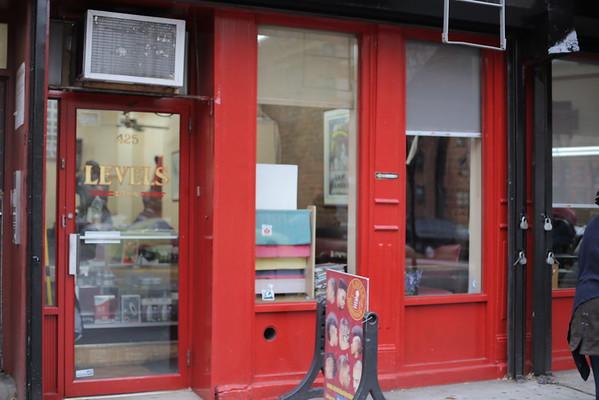 12.7| VICELAND | Desus & Mero Barbershop Capes
