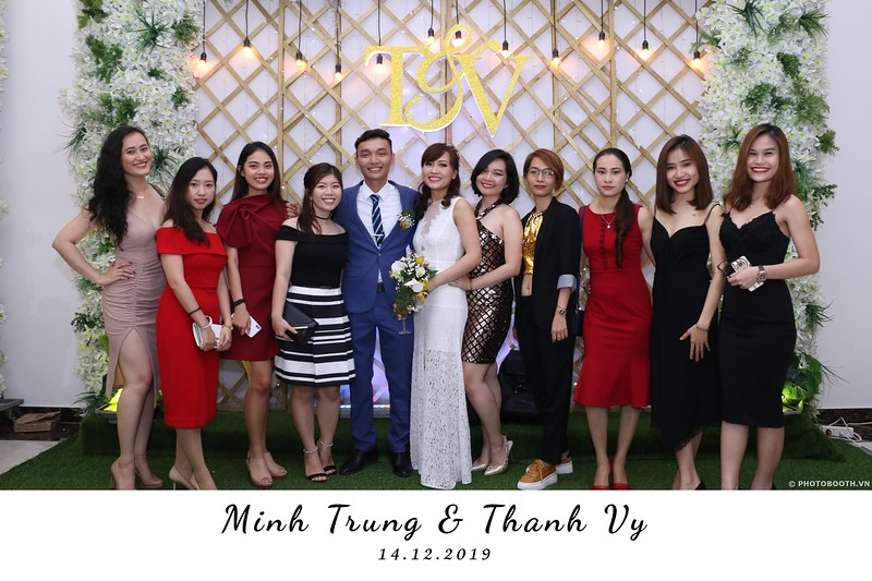 Trung-Vy-wedding-instant-print-photo-booth-Chup-anh-in-hinh-lay-lien-Tiec-cuoi-WefieBox-Photobooth-Vietnam-104.jpg