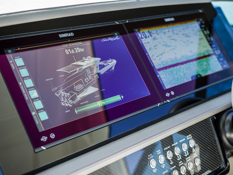 2020-SLX-R-400-e-Outboard-dash-03.jpg