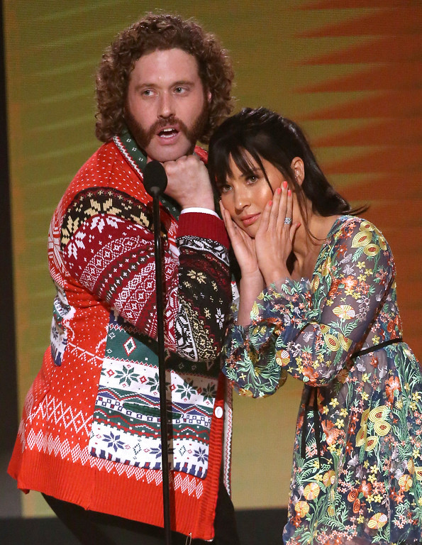 . TJ Miller, left, and Olivia Munn present the award for favorite country song at the American Music Awards at the Microsoft Theater on Sunday, Nov. 20, 2016, in Los Angeles. (Photo by Matt Sayles/Invision/AP)