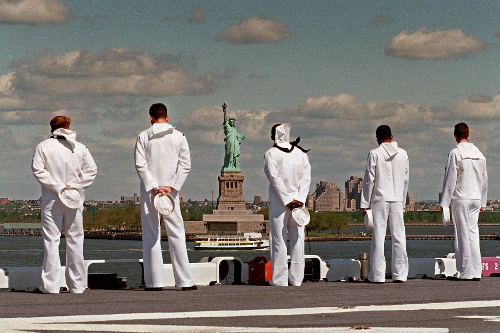 . Sailors aboard the USS Wasp man the rails as the multi purpose amphibious assault ship reaches the Statue of Liberty 21 May 1997.  (JON LEVY/AFP/Getty Images)