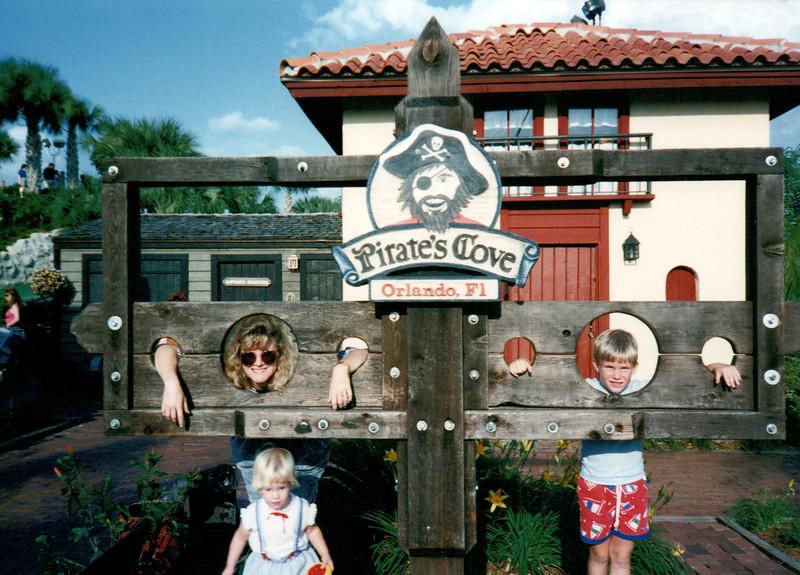 1989_April_Swimming Orlando Pirates Cove _0042_a.jpg