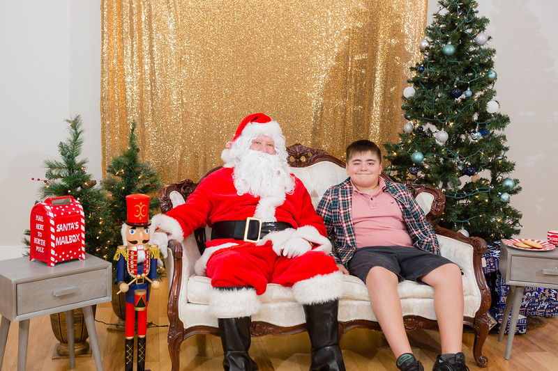 FADS Picture with Santa-279.jpg