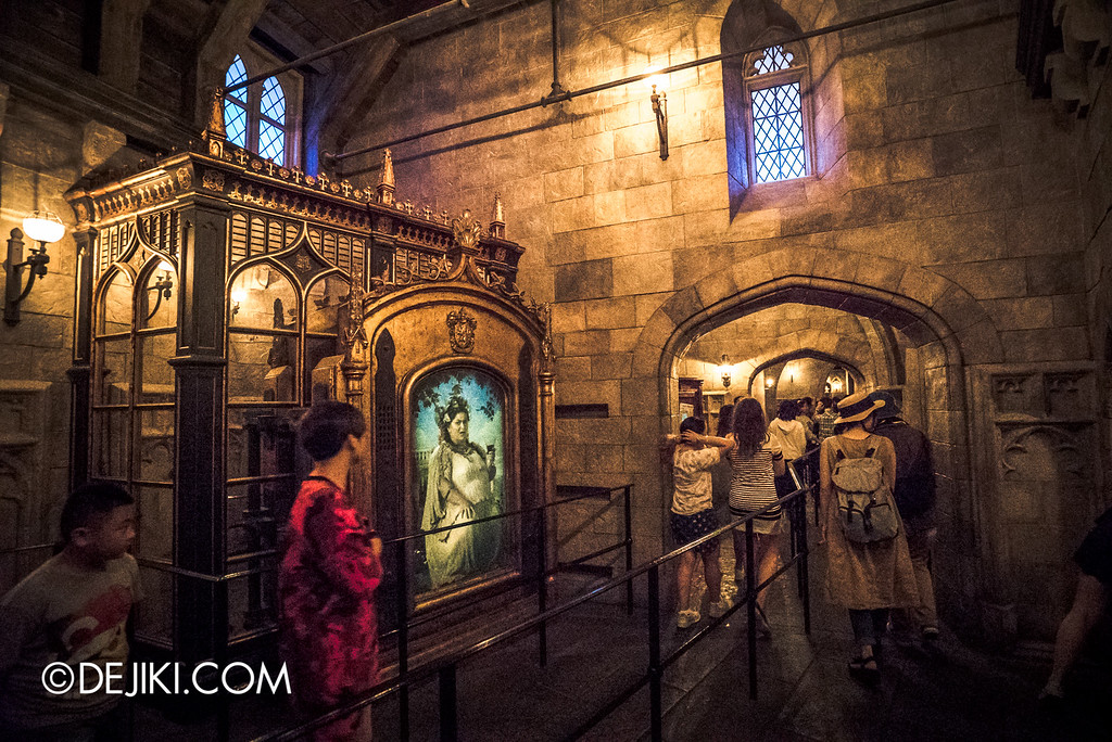Universal Studios Japan - Harry Potter and the Forbidden Journey / Hogwarts Castle Walk Tour - Portrait of the Fat Lady