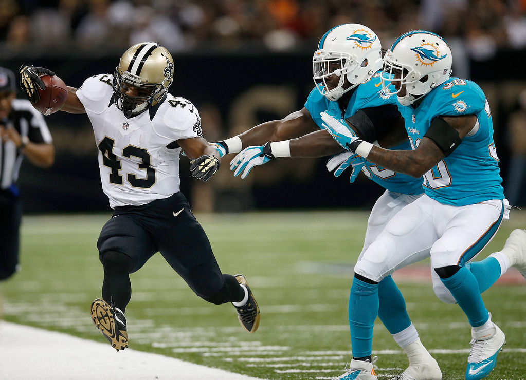 . Running back Darren Sproles #43 of the New Orleans Saints runs the ball in the second quarter against the Miami Dolphins at the Mercedes-Benz Superdome on September 30, 2013 in New Orleans, Louisiana.  (Photo by Chris Graythen/Getty Images)