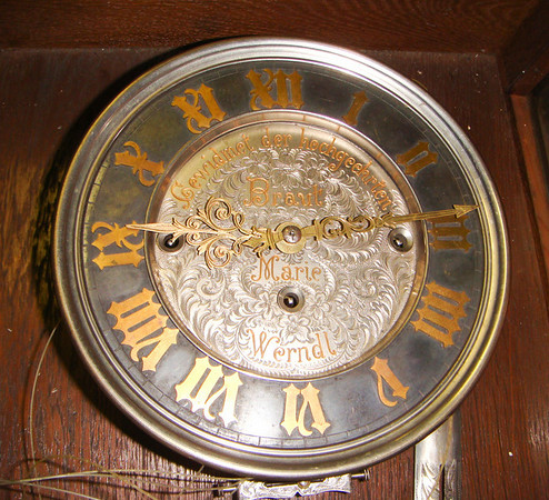 VR-367 A marriage clock
