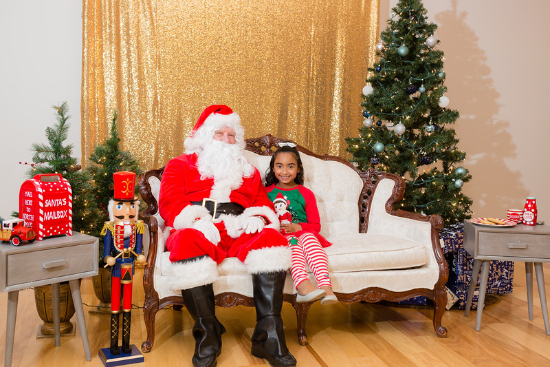 FADS Picture with Santa-271.jpg