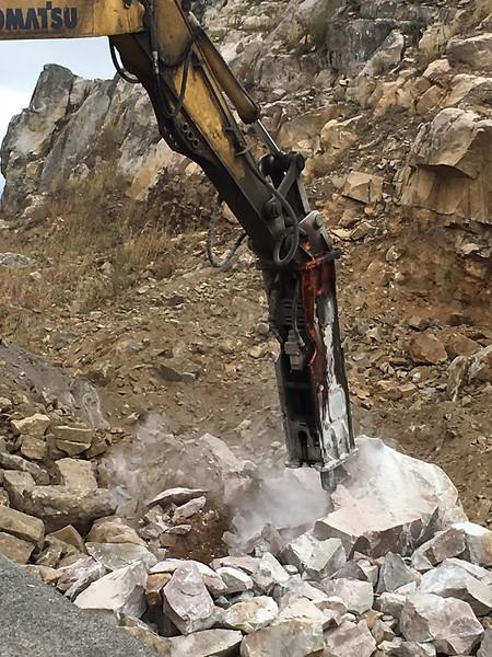 NPK GH18 hydraulic hammer on Komatsu PC450LC excavator (6).JPG