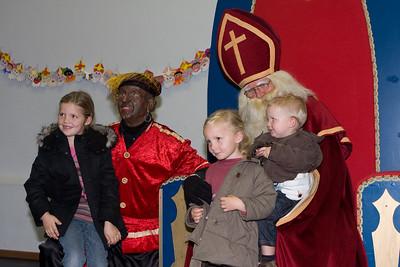 Lichtstoet en Sinterklaas 2008 - Kinderen bij de Sint