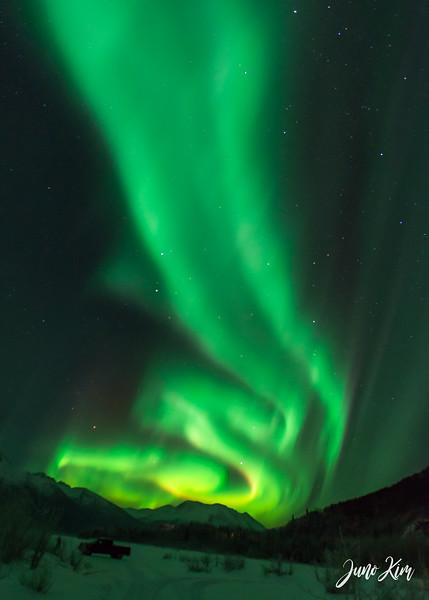 Nov20_Knik River Aurora__6105173-Juno Kim-2.jpg