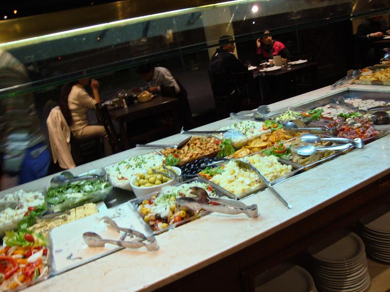 siga-la-vaca-salad-bar_5777587814_o.jpg
