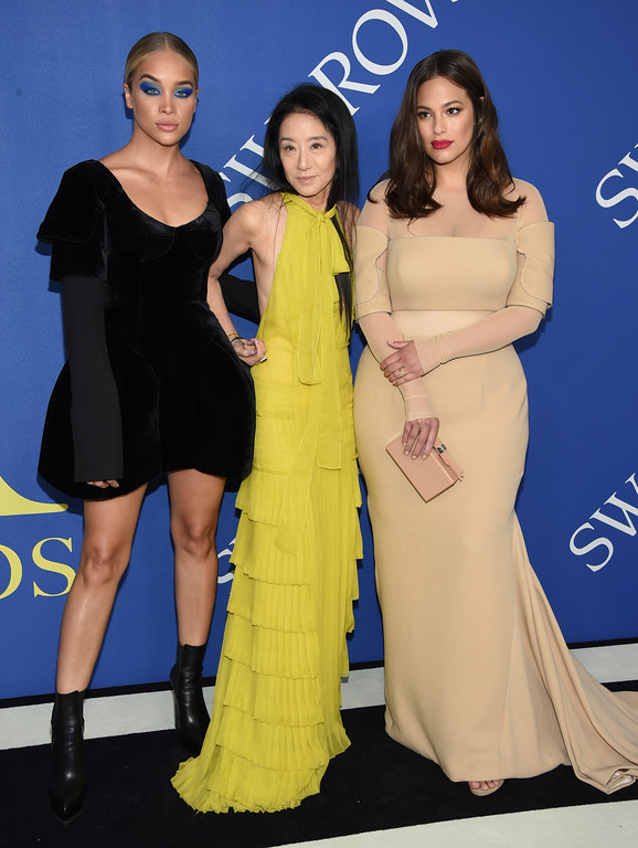 . Jasmine Sanders, from left, designer Vera Wang and Ashley Graham arrive at the CFDA Fashion Awards at the Brooklyn Museum on Monday, June 4, 2018, in New York. (Photo by Evan Agostini/Invision/AP)