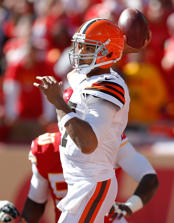 . Cleveland Browns quarterback Jason Campbell (17) passes against the Kansas City Chiefs during the first half of an NFL football game in Kansas City, Mo., Sunday, Oct. 27, 2013. (AP Photo/Ed Zurga)