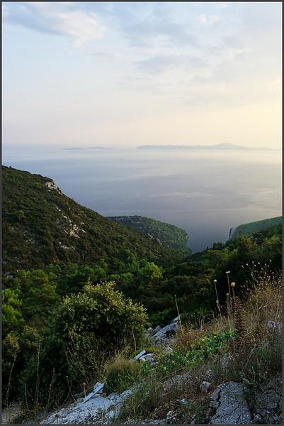 Pohled na Pupnatsku Luku z ostrovní magistrály