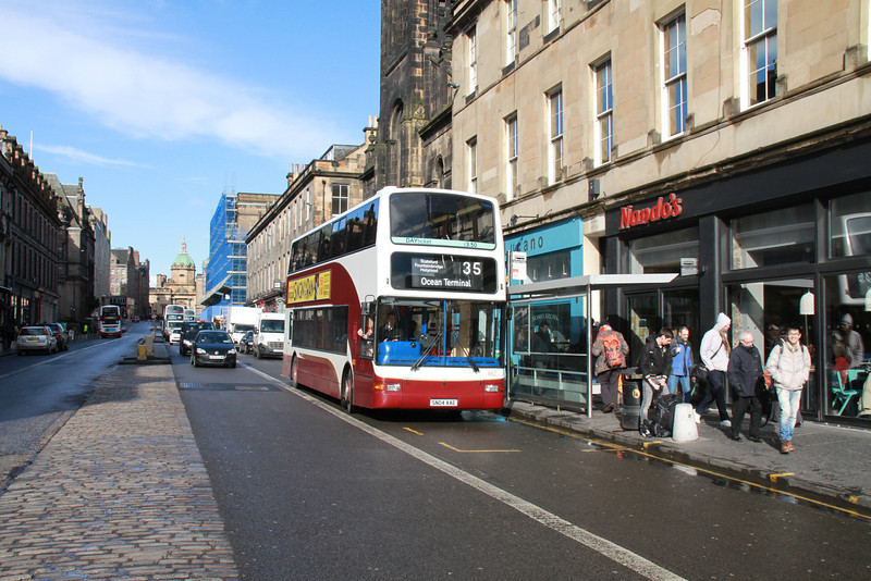 662 has come via Grassmarket and Victoria Street to George IV Bridge and is about to turn left to return to her normal route via Chambers St