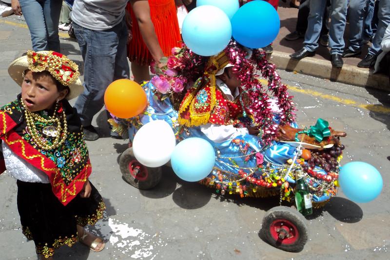 el-pase-del-nino-viajero-parade_5289977597_o.jpg