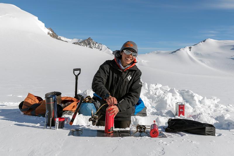 Climb Antarctica Women -1-11-18100040.jpg