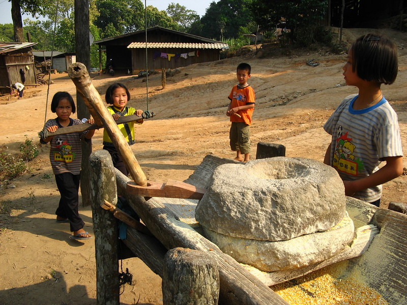 Grinding corn at Doi Pui
