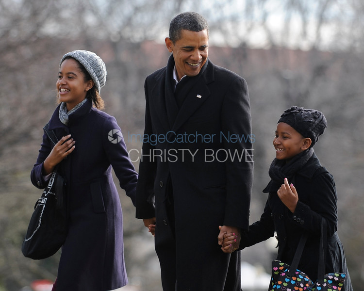 The Obama family return to the White House after spending Christmas vacation in Hawaii.