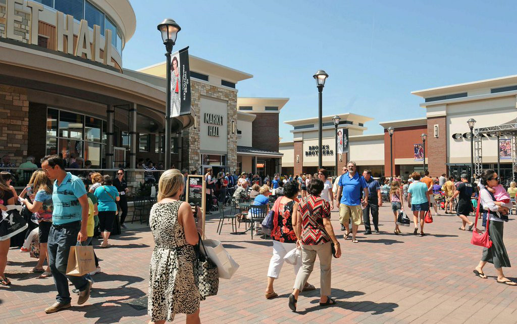 """. 4. EAGAN OUTLET MALL <p>It�s just another freaking shopping center, people. Calm down. (unranked) </p><p><b><a href=\""""http://www.twincities.com/ci_26345070/outlet-vs-indoor-why-an-experienced-developer-chose?source=rss_viewed\"""" target=\""""_blank\""""> LINK </a></b> </p><p>   (Pioneer Press: Scott Takushi)</p>"""