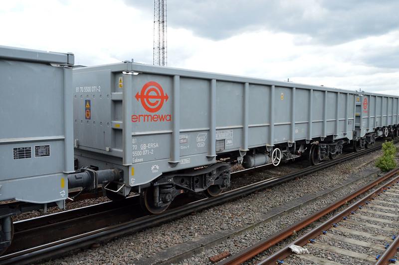 JNA 81.70.5500071-2 seen at Clapham Jct on 6o72 Colnbrook-Tonbridge  29/04/17